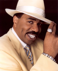steve harvey with white brim